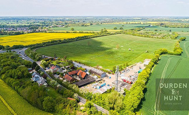 Thumbnail Barn conversion for sale in Wheelers Hill, Little Waltham