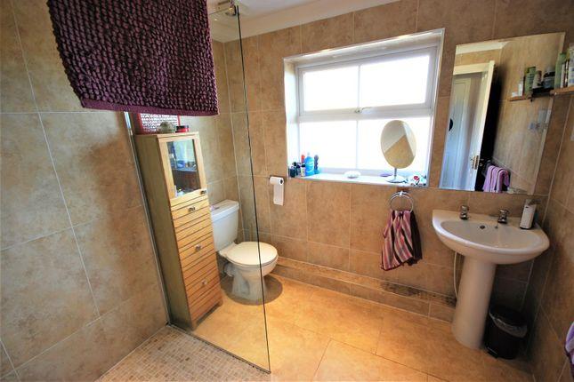 En Suite-Shower Room: