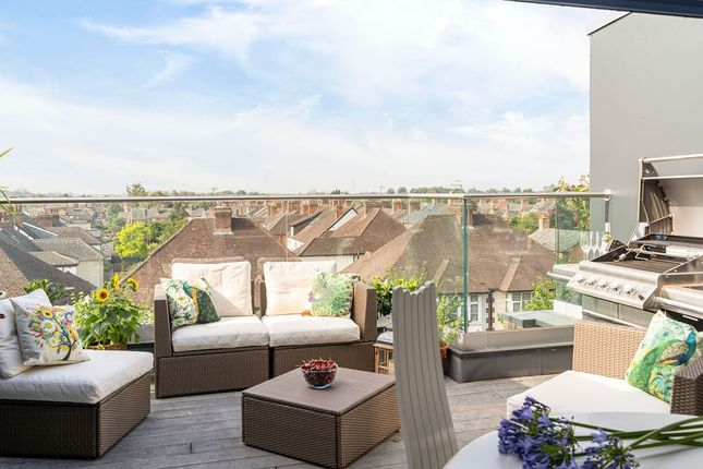Thumbnail Town house for sale in Chestnut Walk, Stratford-Upon-Avon