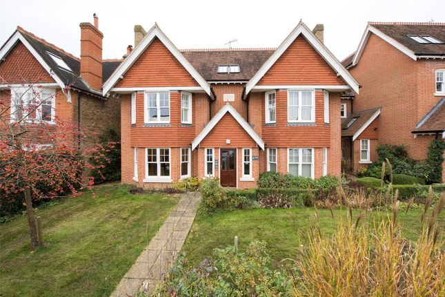 Thumbnail Flat to rent in Hardwicke Road, Reigate, Surrey