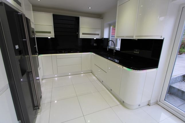 Thumbnail Terraced house to rent in Holne Chase, Morden