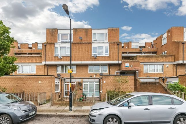 4 bed maisonette to rent in Nunhead Grove, London