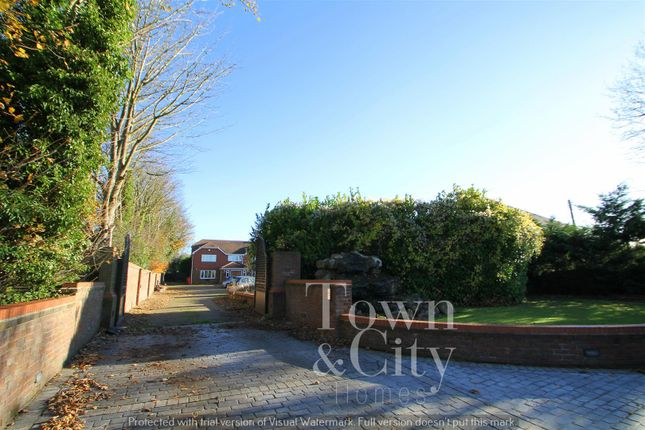 4 bed detached house for sale in Wrotham Road, Meopham, Gravesend