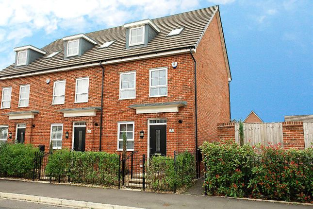 Thumbnail Town house for sale in Heather Way, Wardle Brook Avenue, Hyde