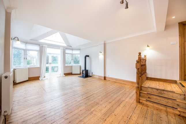 2 bed flat to rent in Southwood Lawn Road, London