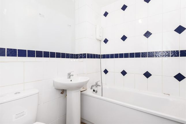Bathroom of Berry Close, Hedge End, Southampton SO30
