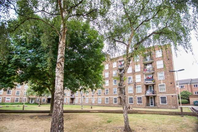 2 bed flat to rent in Union Road, London