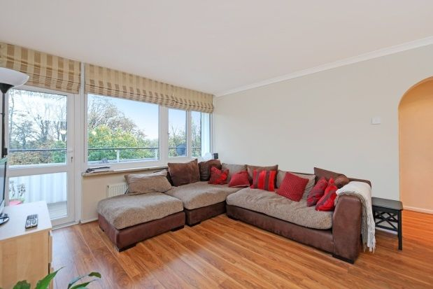 2 bed flat to rent in Fitzhugh Grove, Wandsworth