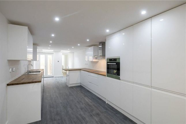 3 bed flat for sale in Durham Road, London SW20