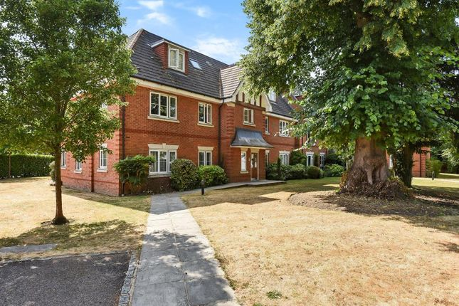 Thumbnail Flat for sale in Warfield, Berkshire