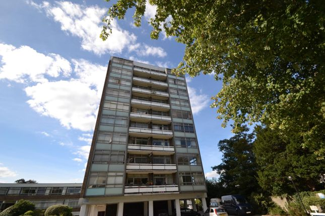 2 bed flat for sale in Wellington Close, Walton-On-Thames