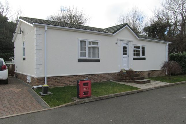 Thumbnail Mobile/park home for sale in Dover Road, Barnham, Cantebury, Kent