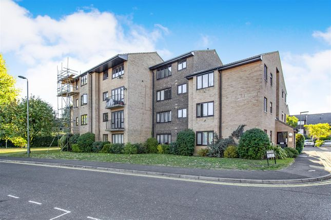 Thumbnail Flat for sale in The Rowans, Woking