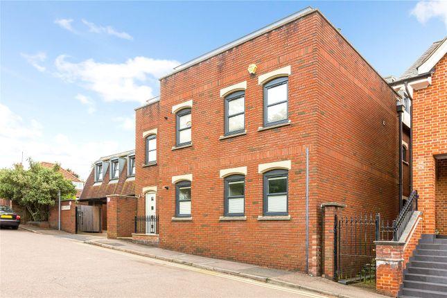 3 bed flat for sale in Pembroke Court, Thompsons Close, Harpenden AL5