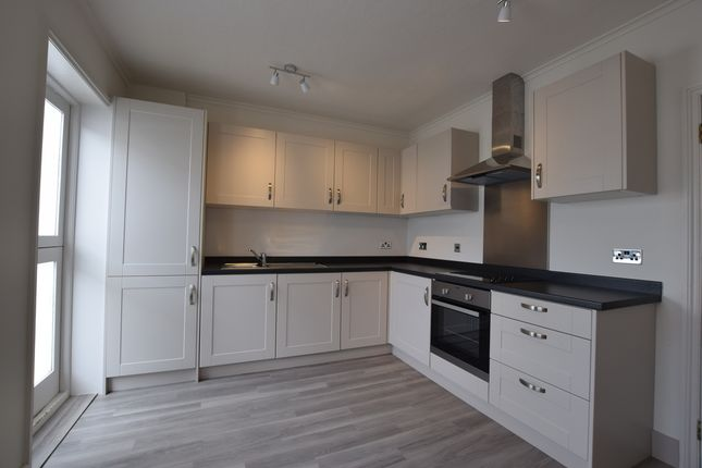 2 bed terraced house to rent in Brighton Road, Surbiton