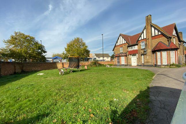 Elmwood Avenue, Feltham TW13