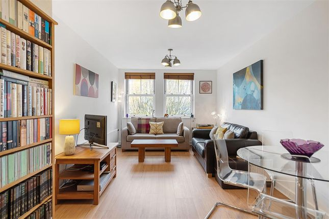 1 bed flat for sale in Petworth Street, London SW11