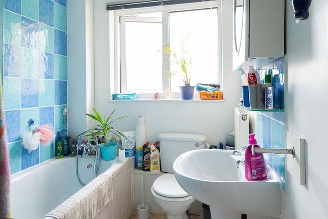 Bathroom of Doveney Close, Orpington BR5