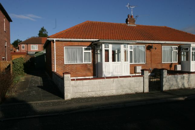 Thumbnail Bungalow to rent in Willson Road, Englefield Green