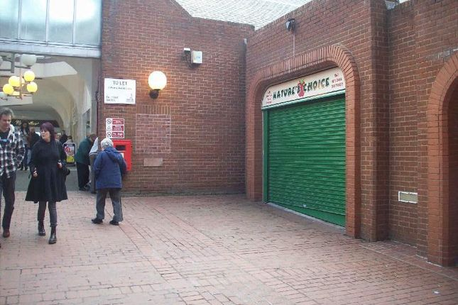Thumbnail Retail premises to let in Unit 14, The Pavements Centre, Chesterfield