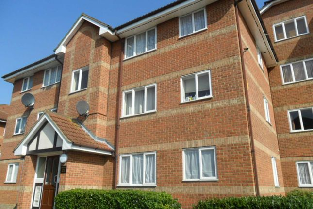 Thumbnail Flat to rent in Neptune Walk, Erith