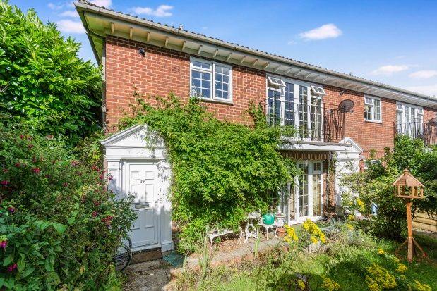 Thumbnail Maisonette to rent in Dawn Gardens, Winchester