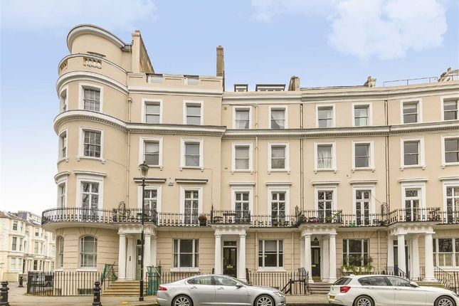 1 bed flat for sale in Royal Crescent, London