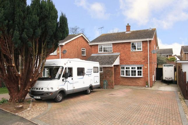 4 bed property for sale in Long Plough, Aston Clinton, Aylesbury