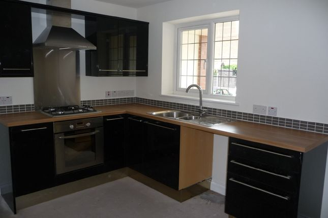 3 bed town house to rent in Badnall Street, Leek