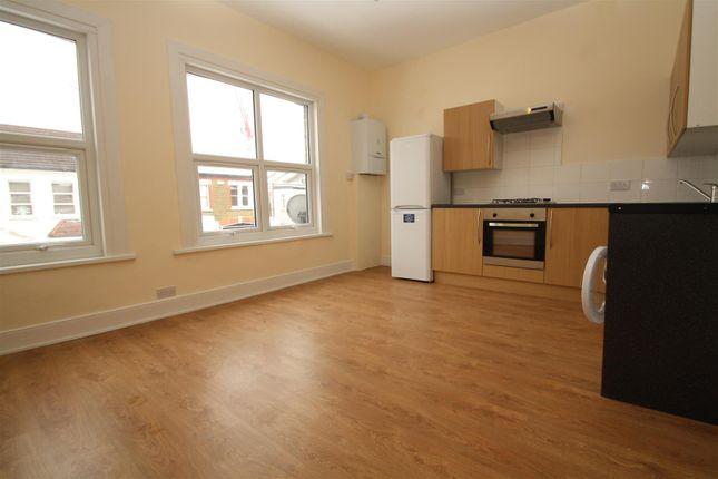 Thumbnail Flat to rent in Vale Grove, Harringey, London