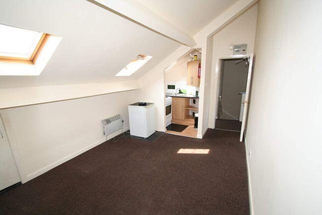 Thumbnail Flat to rent in Wellfield Street, Lowerplace, Rochdale