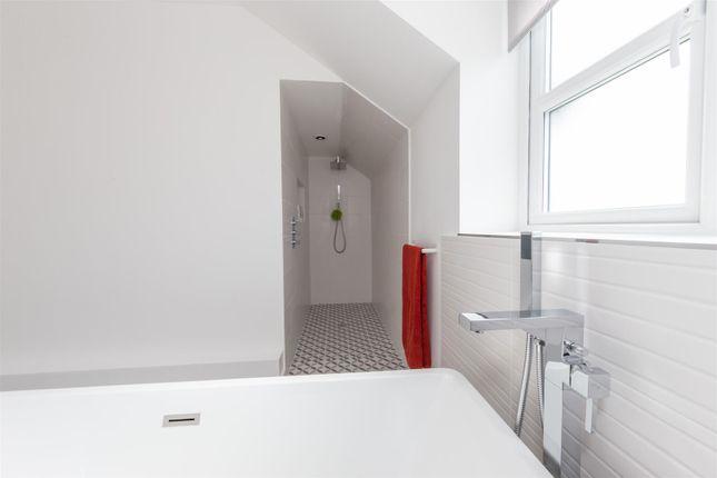 Family Bathroom of Chalgrave, Dunstable LU5