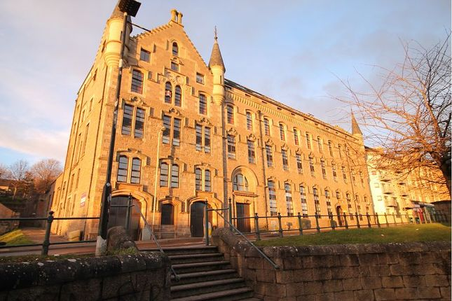 3 bedroom flat for sale in Bonnethill Place, Dundee