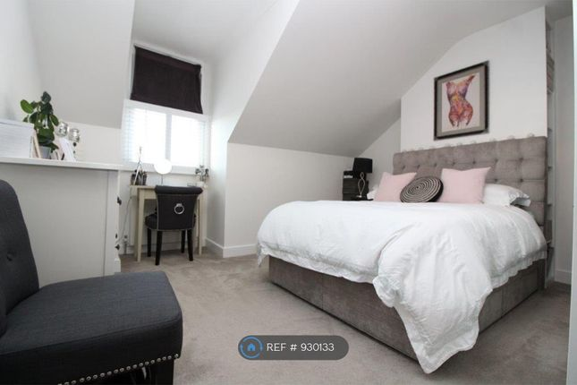 Thumbnail Maisonette to rent in Queens Road, London