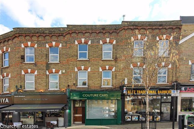 3 bed flat for sale in High Road, London E18