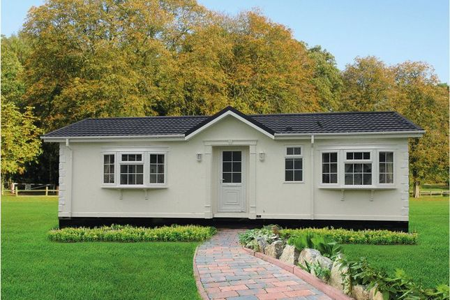 Thumbnail Mobile/park home for sale in Eighth Avenue, Holly Lodge, Lower Kingswood, Tadworth