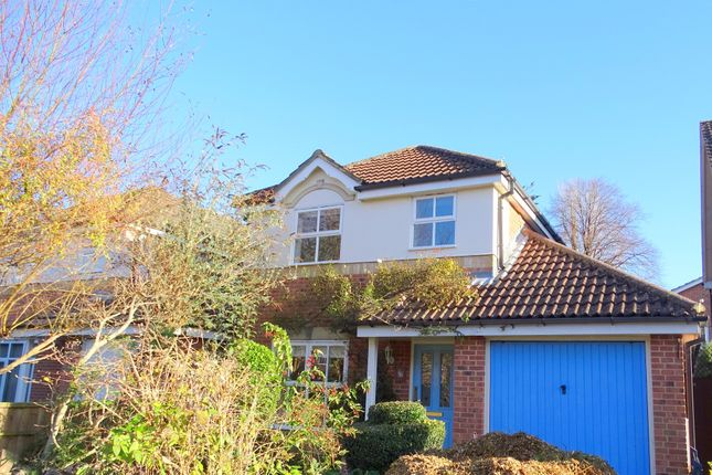 3 bed property for sale in Grenville Gardens, Chichester