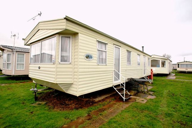 Mobile/park home for sale in Lilac Avenue, St Osyth, Clacton-On-Sea