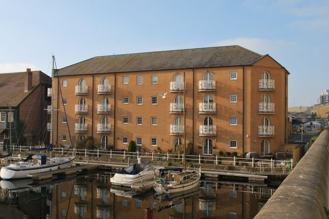 Thumbnail Flat for sale in Mariners Quay, Brighton