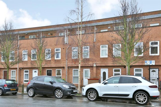 2 bed property for sale in Garnham Close, London