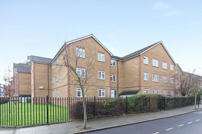 Thumbnail Flat for sale in Gables Close, London