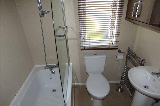Bathroom of Rockley Park, Napier Road, Poole BH15