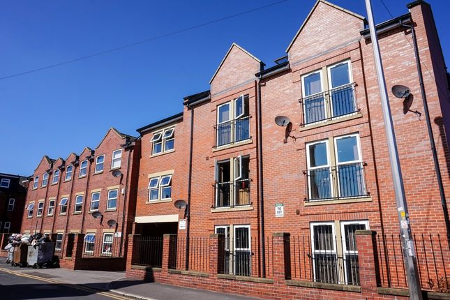 Thumbnail Flat to rent in Welton Road, Leeds
