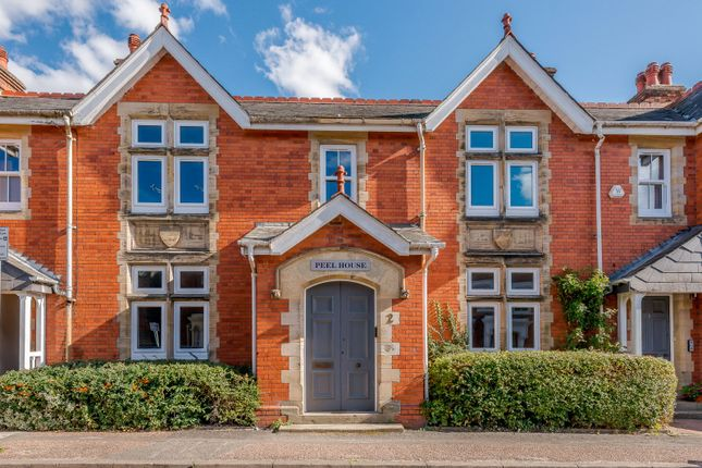 Thumbnail Flat for sale in Peel House, Barttelot Road, Horsham, West Sussex
