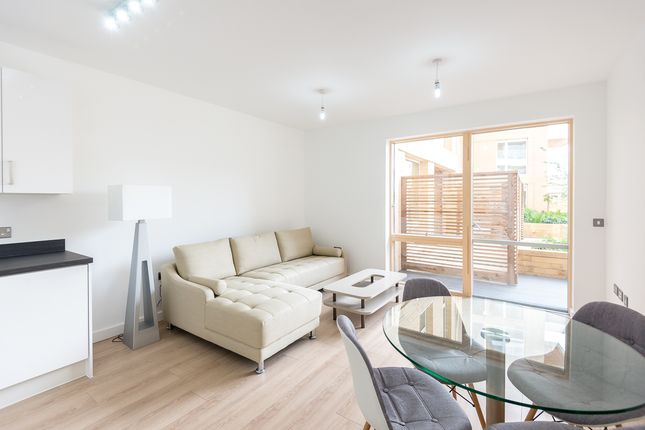 Flat to rent in Rathbone Street, Canary Wharf