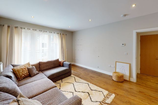 3 bed flat for sale in Watson Place, London SE25