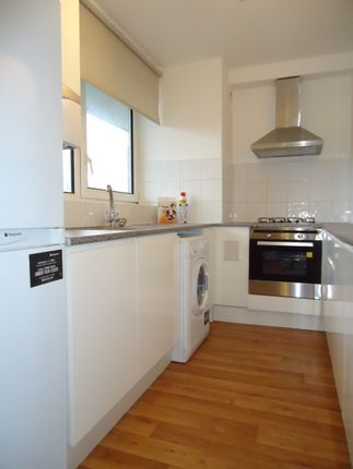 Flat to rent in Off Parkgate Road, By Battersea Park & Chelsea