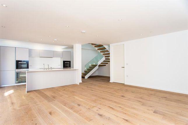 Thumbnail Mews house for sale in Burnthwaite Road, London