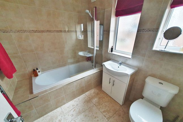 Bathroom of Petworth Drive, Leicester LE3