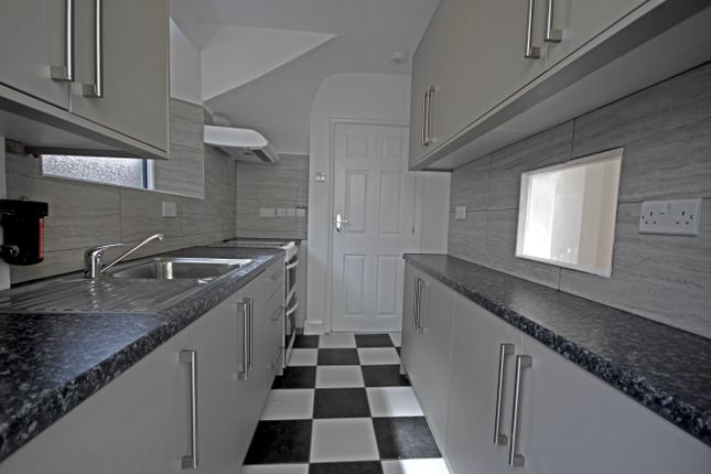 Thumbnail Semi-detached house to rent in Avenue Crescent, Hounslow
